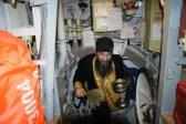 На борту крейсера «Адмирал Кузнецов» находится североморский священник