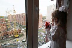Четырехлетняя девочка выжила после падения с восьмого этажа