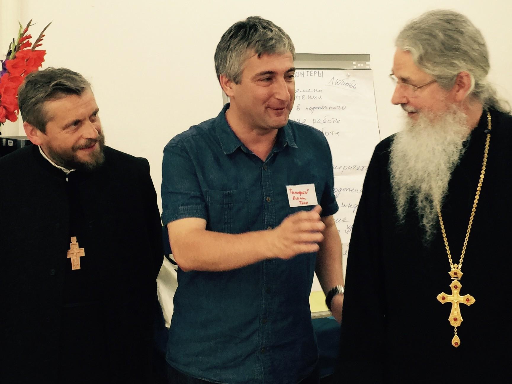 Тимофей Китнис с отцом Николаем Забеличем и отцом Николаем Артемовым