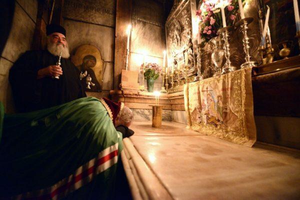 С Гроба Господня в Иерусалиме впервые сняли мраморную плиту