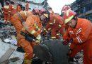 В Китае родители ценой своей жизни спасли дочку во время обрушения дома