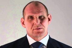 Александр Карелин предложил лишить аккредитации смешанные единоборства