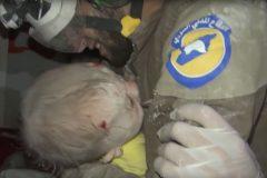 В сети опубликовано видео спасения младенца из-под завалов в Сирии