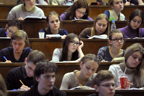 В Минобрнауки хотят вернуть письменные экзамены при поступлении в вуз