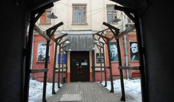 Возле музея ГУЛАГа повесили чучело Александра Солженицына