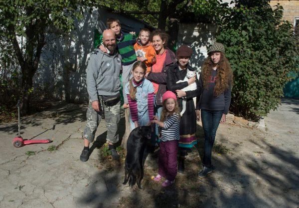 Дмитрий Емец с семьей. Фото: Артем Житенев