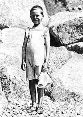 Митя Лихачев на пляже в Мисхоре (1912 г.)