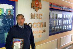 В Омске сотрудник колонии спас семью из пяти человек на пожаре