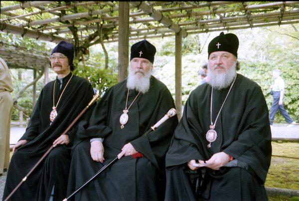 Во время визита Святейшего Патриарха Алексия II в Японию. Май 2000 г.