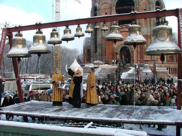Освящение колоколов храма Христа Спасителя в Калининграде. 2004 г.