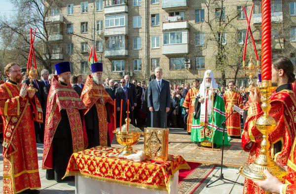 Закладка первого храма в рамках программы строительства 200 храмов в Москве. 29 апреля 2011 г.