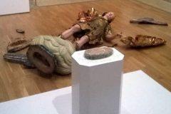 Турист разбил статую Архангела Михаила при попытке сделать селфи