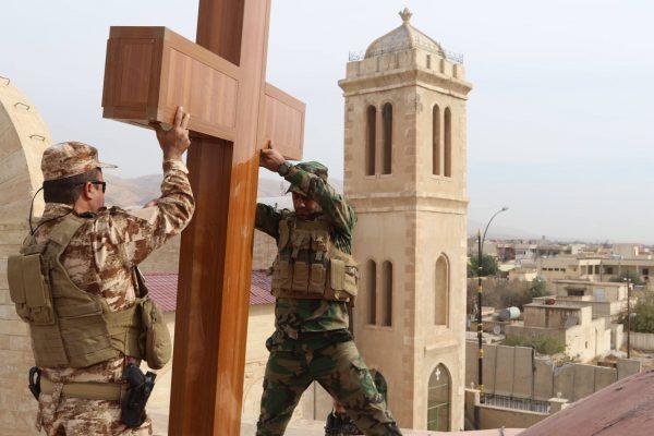 Христиане восстановили крест над церковью в освобожденном от исламистов городе
