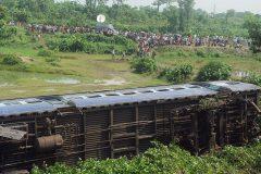 Почти 100 человек погибли при крушении поезда в Индии