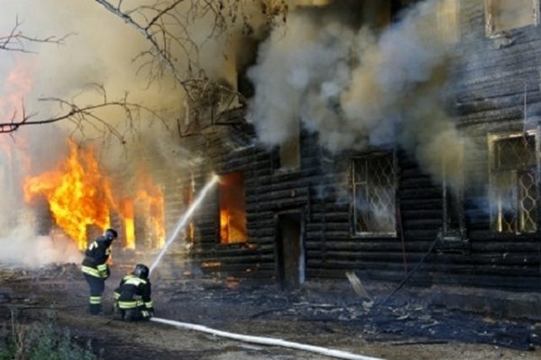 Семилетний мальчик спас полуторагодовалых брата и сестру на пожаре