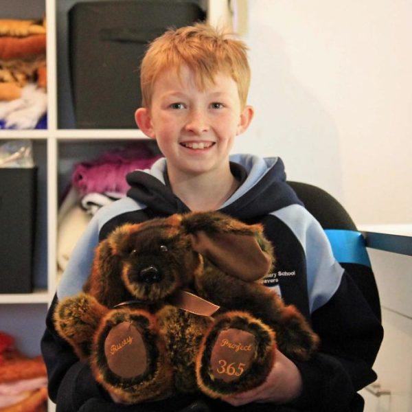Когда Кэмбеллу было 9 лет, он попросил своих родителей купить рождественские подарки для детей в больнице. Родители сказали, что это будет слишком дорого стоить, и тогда он решил сделать игрушки сам