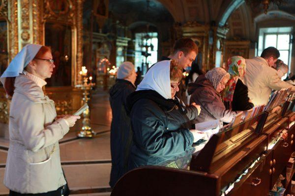 Порошенко освободил от налогов церковную благотворительность