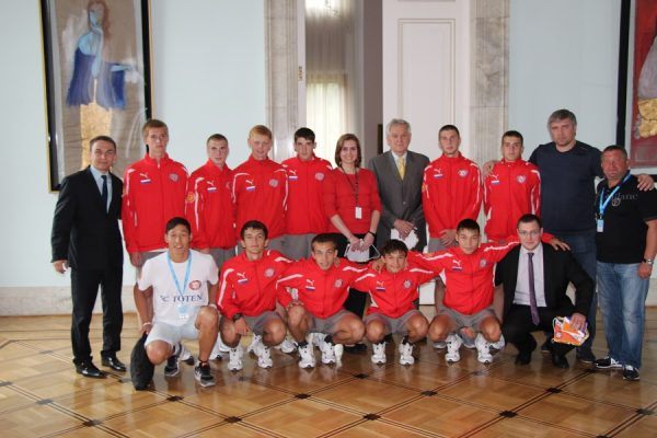Путин пригласил чемпионов по футболу среди детских домов на ЧМ-1018