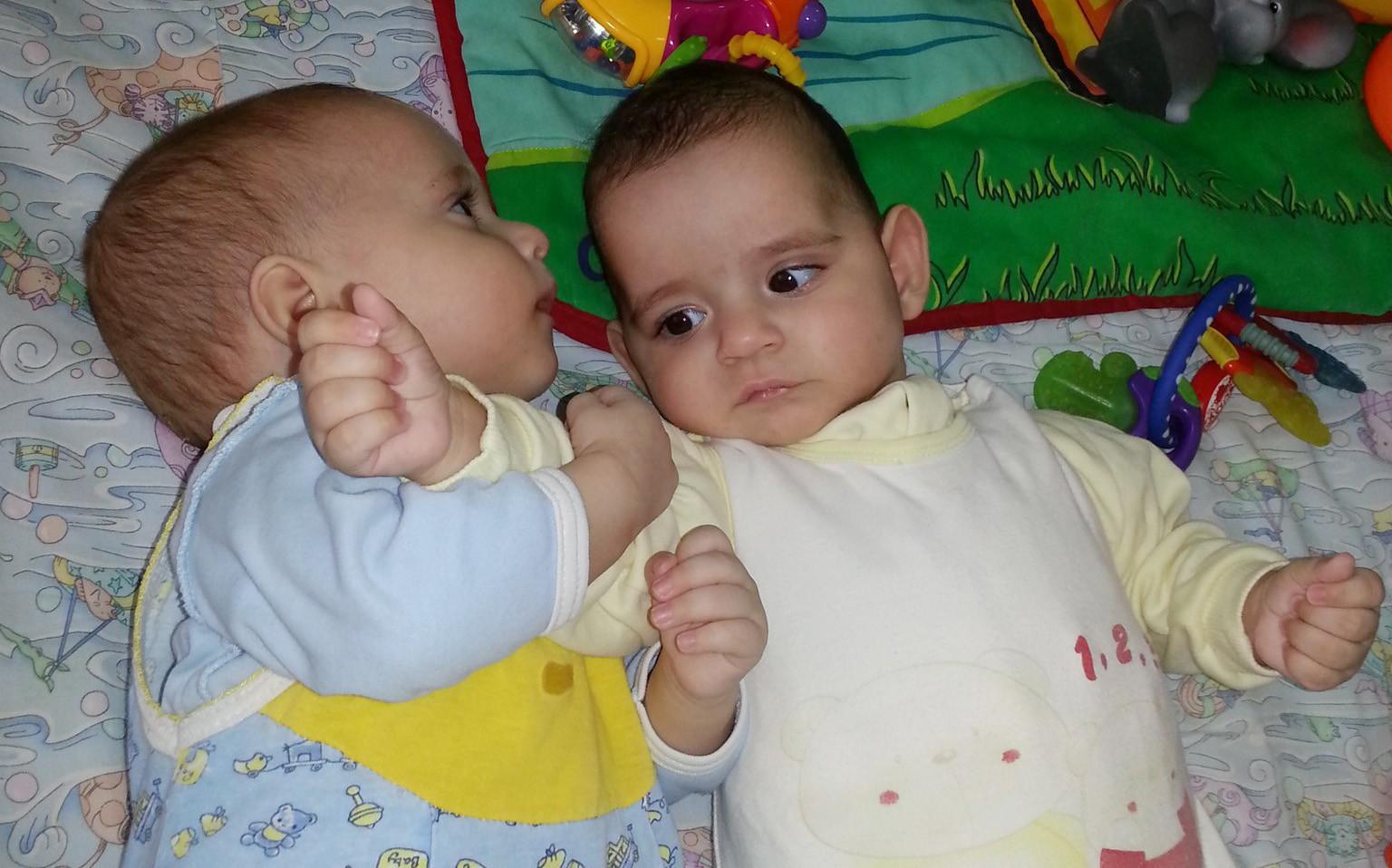 Фото детей на усыновление двойню