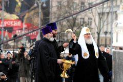 Патриарх Кирилл освятил памятник святому князю Владимиру в Москве