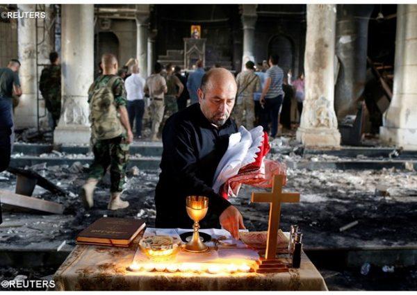 В Ираке провели первую Мессу в соборе, разрушенном джихадистами