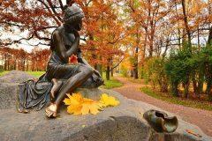 Социологи: Осень заставляет россиян грустить, но спать не мешает