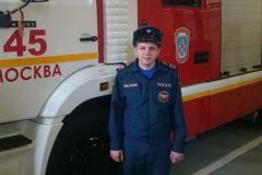 Сержант МЧС спас девушку из-под колес электрички