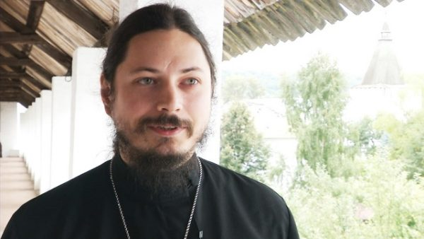 Иеромонах Фотий жертвует часть гонорара на православные храмы
