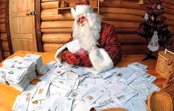 Тысячи детей поздравили Деда Мороза с днем рождения