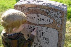 Почему мы с детьми гуляем по кладбищу