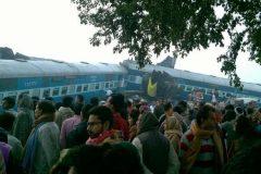 Число жертв железнодорожной аварии в Индии увеличилось до 128 человек