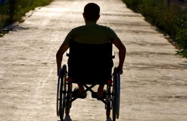 Минтруд решает, как спасти инвалидов от некачественных колясок