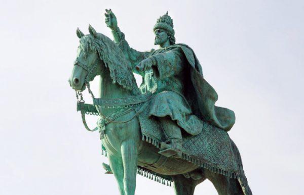 Жители России поддержали установку монумента Грозному