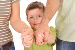 Треть россиян допускает возможность усыновления детей из детдомов