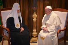 Папа Римский подарил патриарху Кириллу частицу мощей св. Франциска