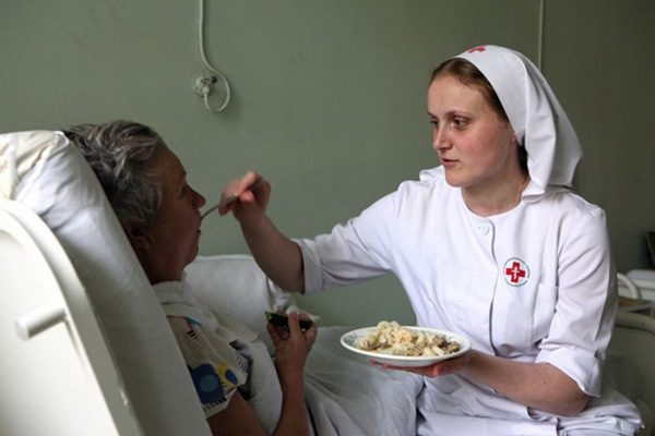 В Москве проходит набор на бесплатные курсы по уходу за тяжелобольными