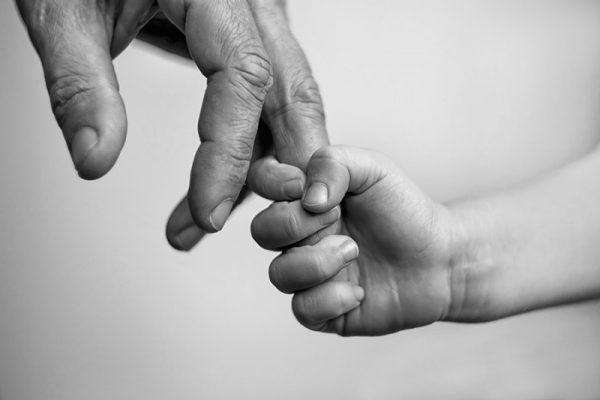 Приемным родителям придется платить за возврат ребенка в детдом
