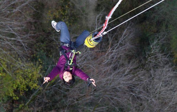 Москвичка-колясочница совершила прыжок банджи с 207-метровой высоты