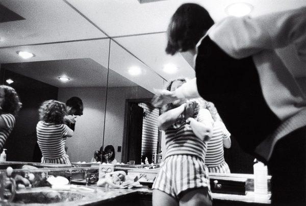 Донна Феррато. За закрытыми дверями. 1982. «Я подумала, что если я это сфотографирую, то по крайней мере люди поверят, что это действительно происходило», – Донна Феррато.