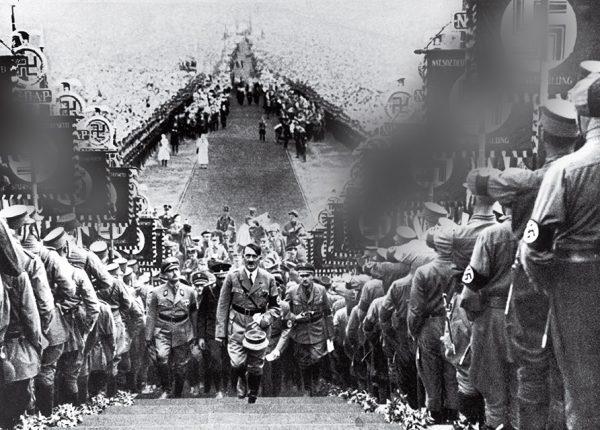 Генрих Гофман. Гитлер на митинге нацистской партии. 1934. «Не хотите ли пойти со мной? Несомненно, вы сможете сделать несколько очень интересных фотографий!» – Гитлер – Гофману.