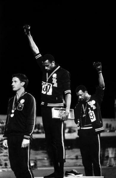 Джон Доминис. Салют «Блэк Пауэр». 1968. «Мы пытались разбудить страну и разбудить мир», – Джон Карлос.