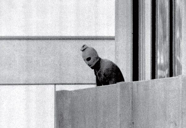 Курт Струмпф. Мюнхенская бойня. 1972. «Насилие неожиданно врывается в нашу жизнь и обезличивает привычный ход событий», – Курт Струмпф.