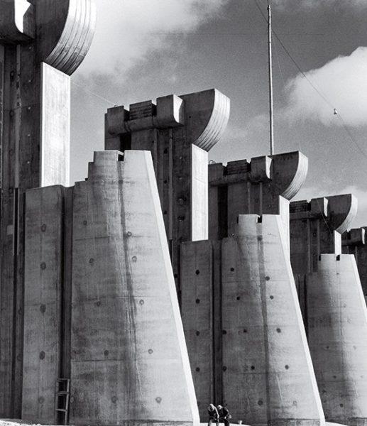 Маргарет Бурк-Уайт. Дамба Форт-Пек. 1936. «Чтобы увидеть и показать это, нужна целая жизнь», – Генри Робинсон Люс.