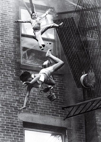 Стэнли Форман. Крушение пожарной лестницы. 1975. «Я снимал обычную спасательную операцию, но внезапно она превратилась в ад», – Стэнли Форман.
