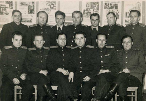 Дед в кругу сослуживцев (уже майор КГБ), третий справа в 1 ряду. Примерно 60-е.