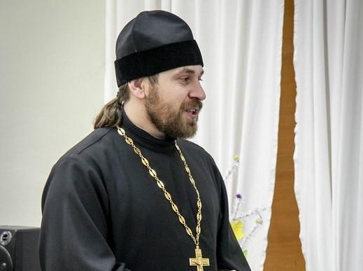 Священник подменил пристава во время разговора с алиментщиками