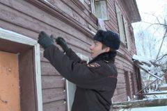 В Вологде сотрудник полиции спас бездомную женщину во время пожара