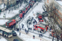 Пожар в ростовском лицее: дети в босоножках и маечках отбегали от школы