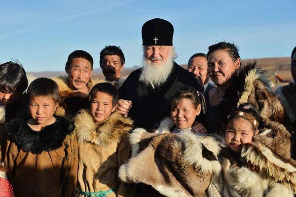 Патриарх подарил вездеход миссионерам, работающим с оленеводами