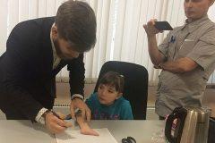 Шестилетней жительнице Кузбасса подарили к Новому году протез из Сколково
